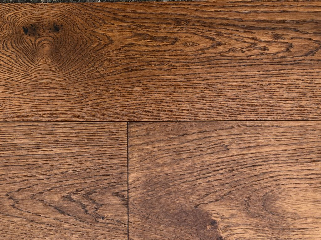 European White Oak - Engineered Hardwood - Lightly Wire Brushed - CF1032124